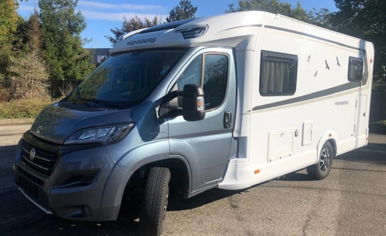 Fully equipped 2p camper Knaus W 2016 with length beds, air conditioning, km free