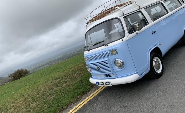 Bellathecamper – Bella - Klassieke erker VW CamperVan in showroomstaat