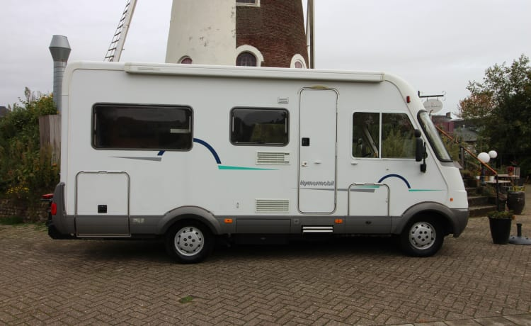 Fresh family camper Hymer B 574 Integraal, Airco, VAST bed and HEFBED