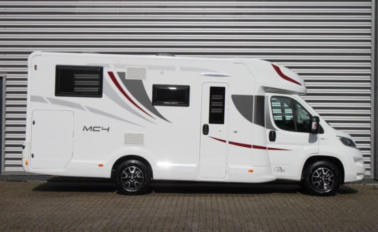 Zeer luxe uitgevoerde 4 persoons familie camper met Airco.