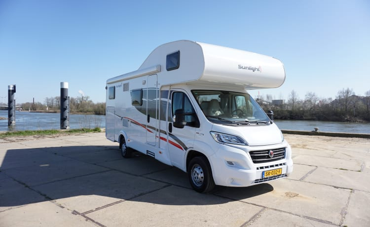 Wonderful family camper, with lots of storage space, huge garage and driving pleasure