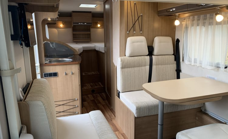 Hymer – Recent well-equipped integral mobile home