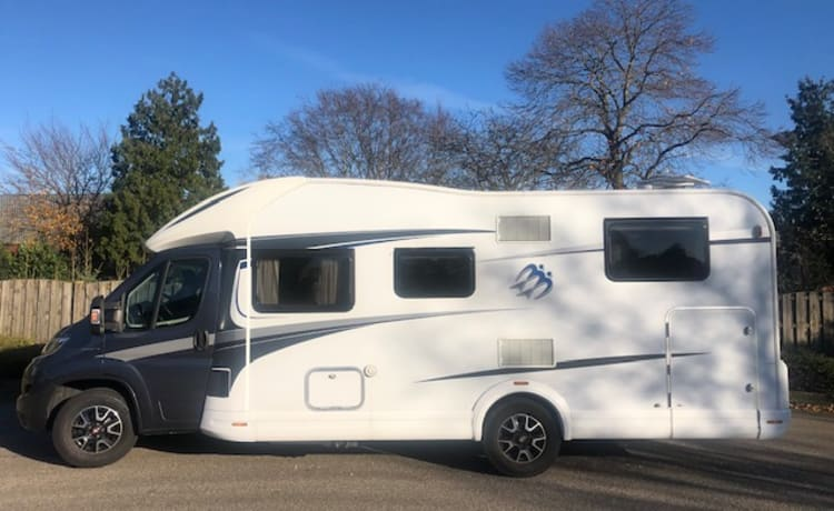 Fully equipped 4p camper Knaus 700MEG, length beds, pull-down bed, km free