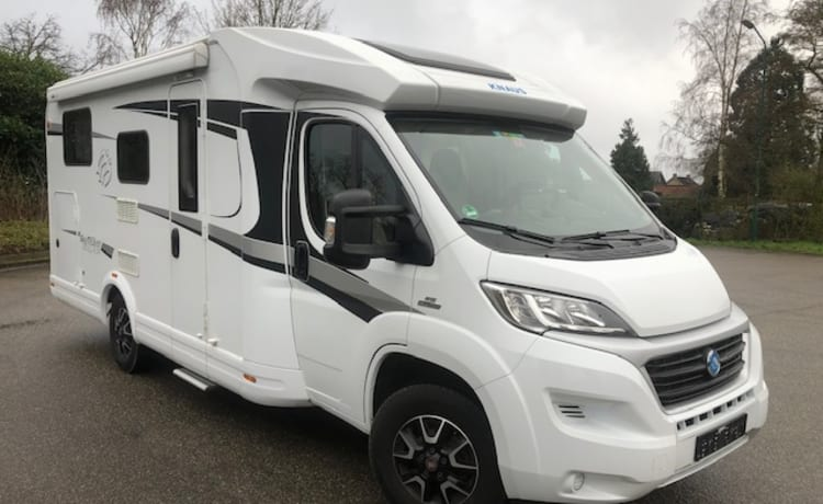 Fully furnished 4p camper knaus MF with 2x2 bed, air conditioning, KM free