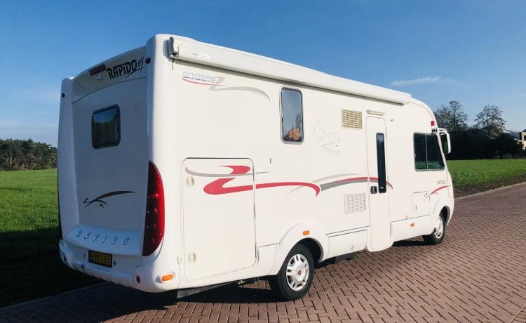 Zeer luxe Rapido camper voor 4 personen, een hotel op wielen!!!
