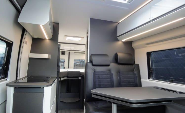 Splinternieuwe luxe Adria Twin met 9-trapsautomaat en lengtebedden
