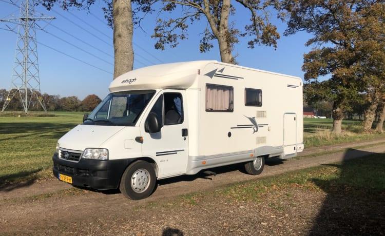 Prachtige half-integraal camper met grote garage/dierenverblijf