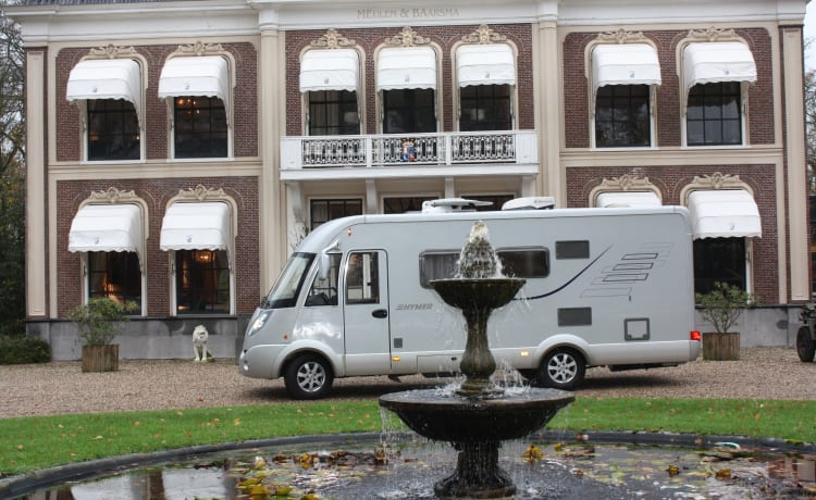 Beautiful very luxurious Hymer B654 CL with 160 HP for the whole family.