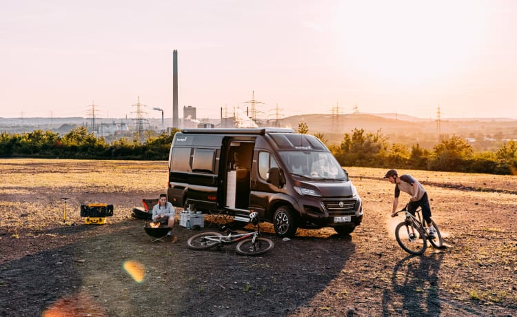Cliff 600 Van special rood – Sunlight Cliff 600 Special Edition Adventure