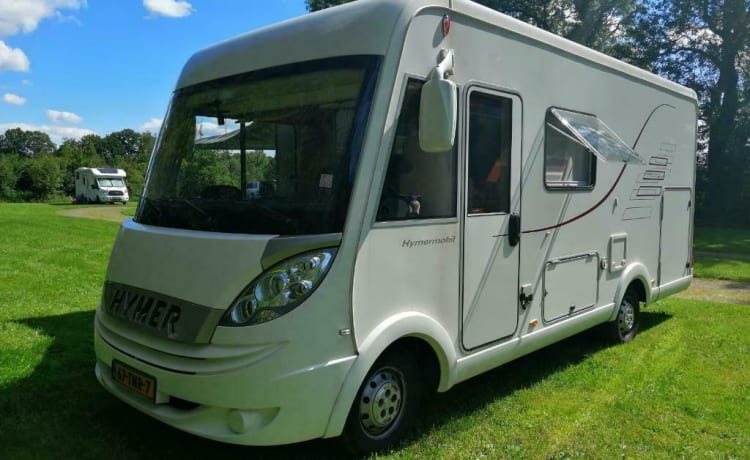 Wonderful luxury 4-person integral camper with plenty of storage space & bicycle carrier.