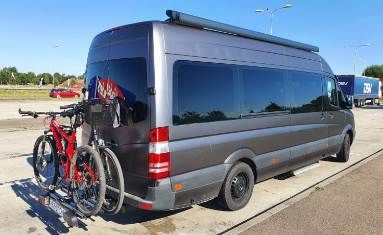 XXL 9 Pers Luxe Familie Camper Mercedes Sprinter