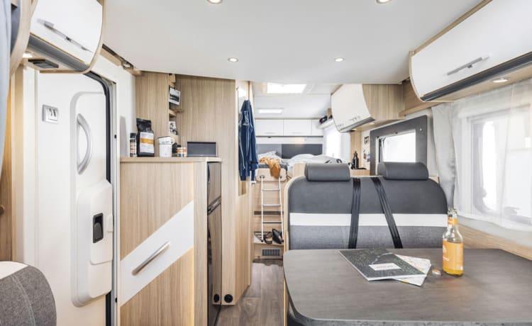 Camper: Nieuw, Luxe, Automaat & 6.96 mtr. voor 2, 3 of 4 personen