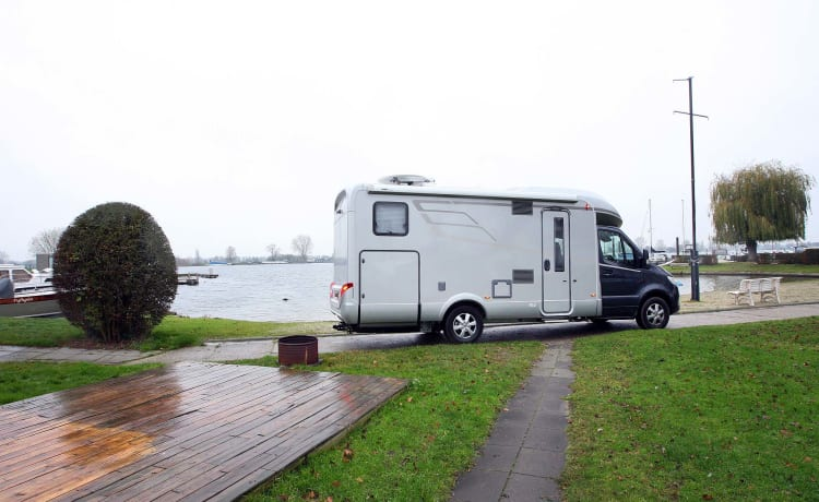 Glamper Camper – Hymer BMCT 680 with 5 belts & 5 sleeping places!