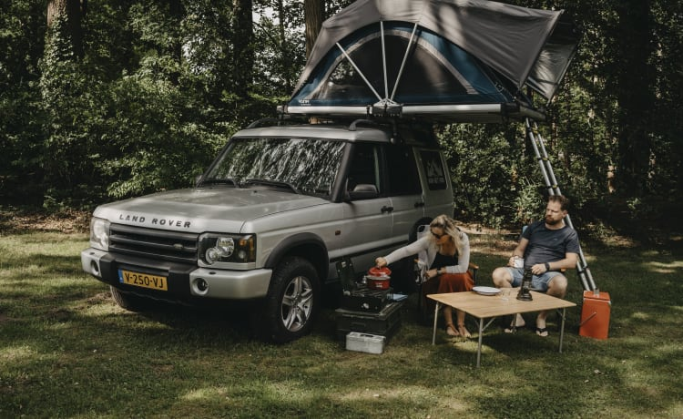 ARVIK – Adventure & freedom with a Land Rover with roof tent!