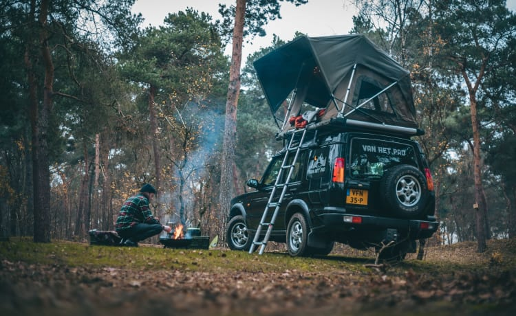 WOLF – Adventure & freedom with a Land Rover with roof tent!