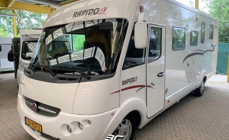 Compleet uitgeruste Rapido integraal camper met 4 slaapplaatsen