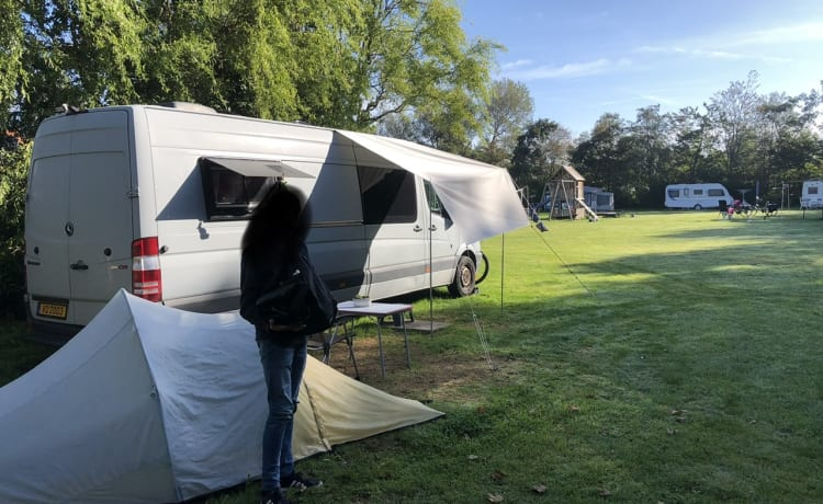 Family camper, unobtrusive, fully autarkic, 5 seats.