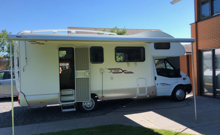 RimorArt702 – Alcove camper 6 persons
