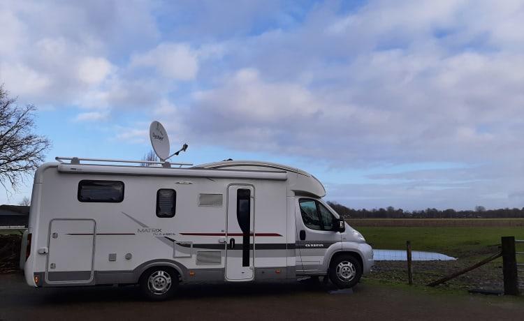 Luxe 4 pers.camper (2014) met lengtebedden, zonnepaneel, tv & satelliet