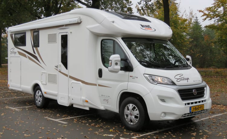 Luxury complete young camper
