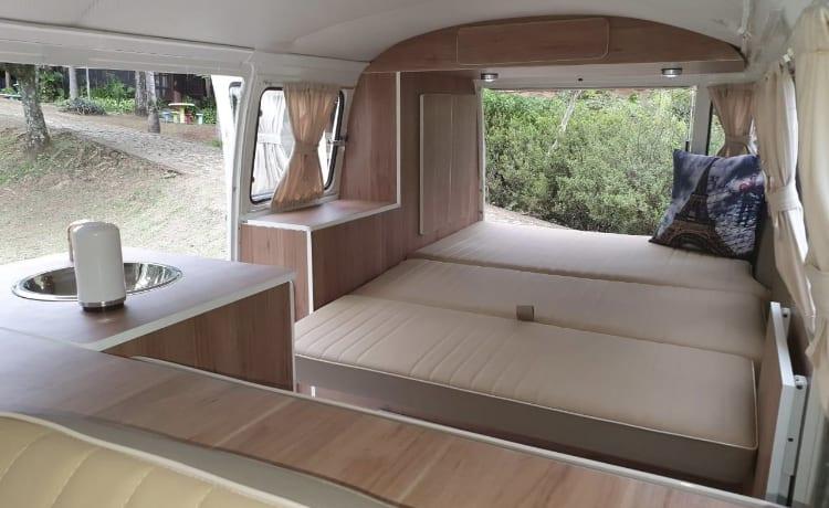 Happy Orange – Vintage VW T2 camper busje