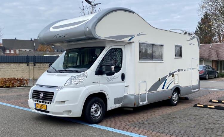 ErvaarEnBeleef – Beautiful family camper very complete and spacious interior