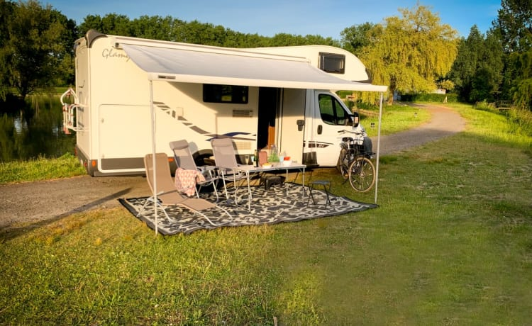 The Princess – Princess camper - spacious alcove camper for 6 people