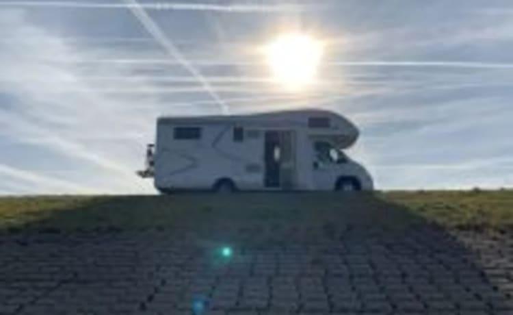 The King  – Luxe, zeer ruime McLouis Twid 5 persoons camper.