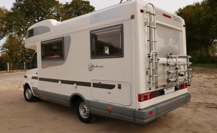 Mercedes Karmann Ontario - practical family camper