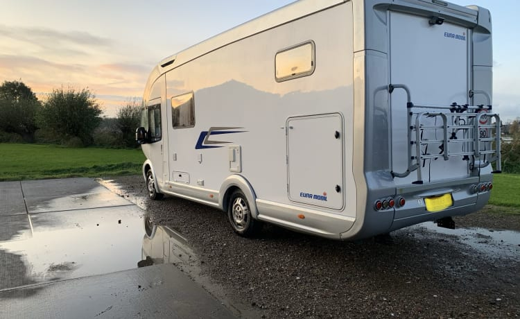 De reus – Extra size camper on B driving license