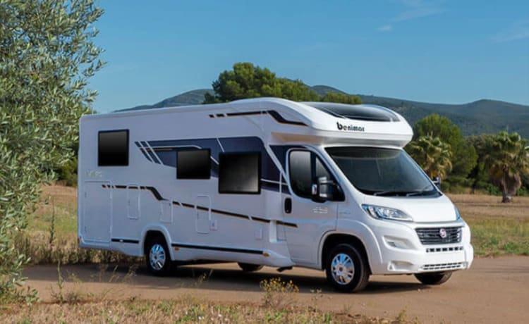 DEWA – Family Motorhome with Bicycle Rack + Outdoor Set