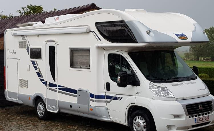 689b – Full Option Camper met 7 slaapplaatsen, Design interieur
