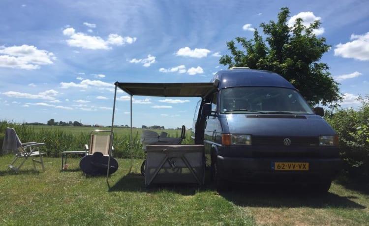Camper VW Transporter t4 2.5 TDI spazioso e accogliente con tetto alto fisso