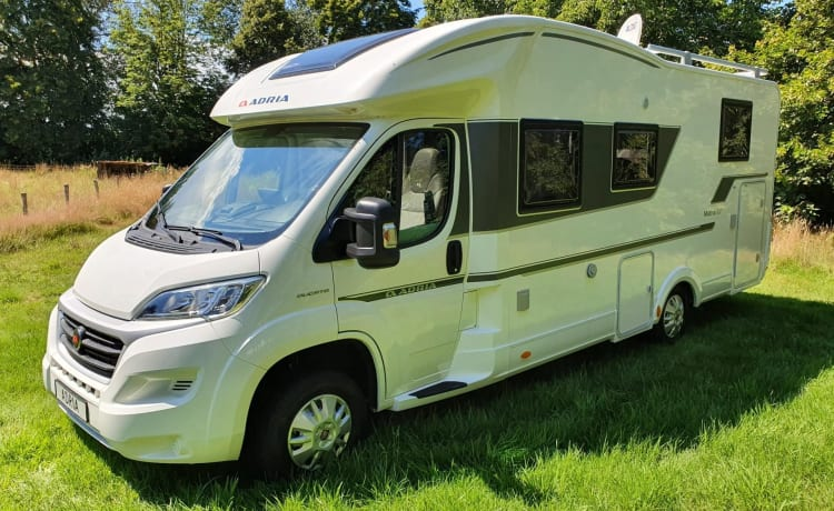Well-equipped family camper for 4 people FOR RENT. bj 2019