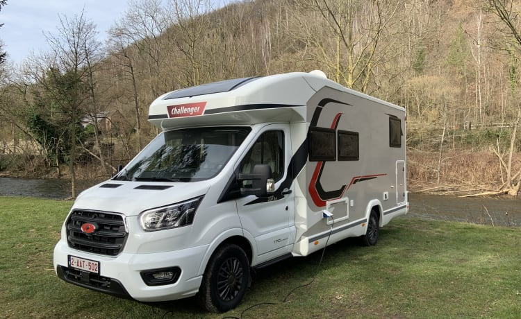 Brand new Challenger Premium Ford (BJ 2021) camper for rent 4 p!