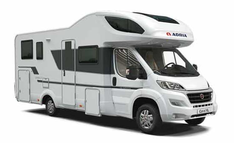 den bult – Nieuwe luxe camper Adria Axess XL S670SL, enkel voor rijbewijs C
