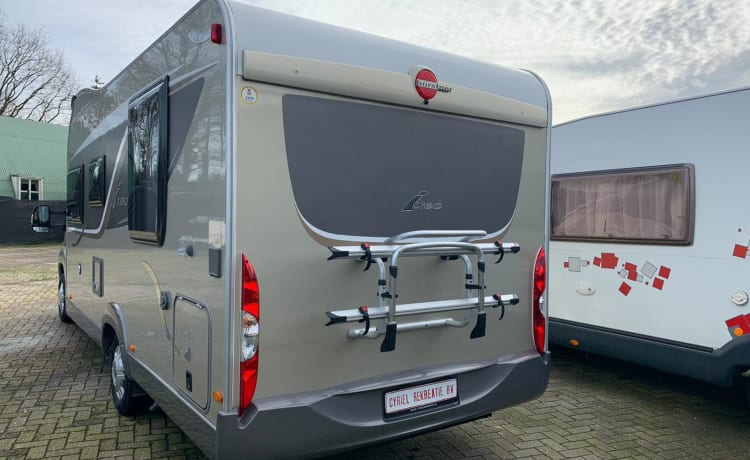 Pasen Vrij: Supergezellige luxe Camper 2 x 2 bedden/4 personen/full airco