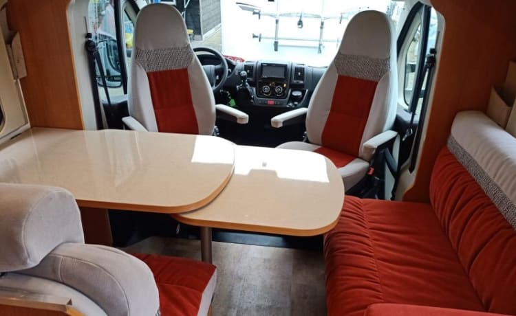 zwerver – Complete luxury two-person motorhome rentals