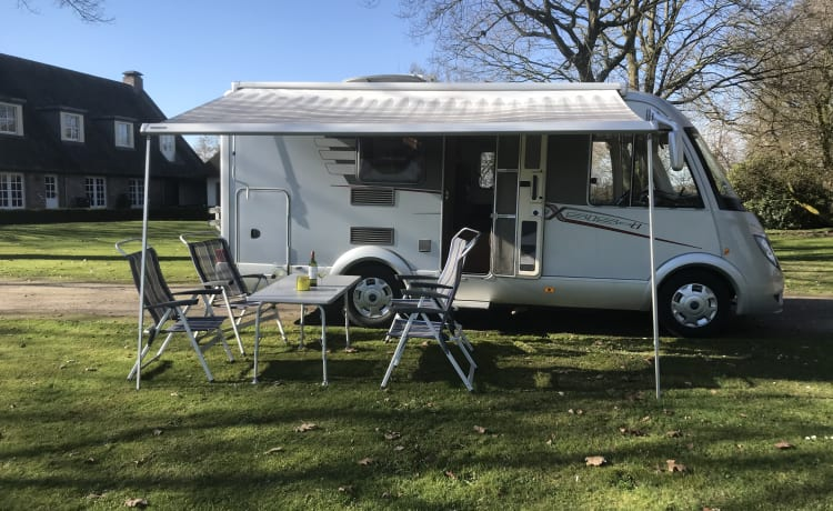 Compact Hymer 4 seats 2 sleeping places