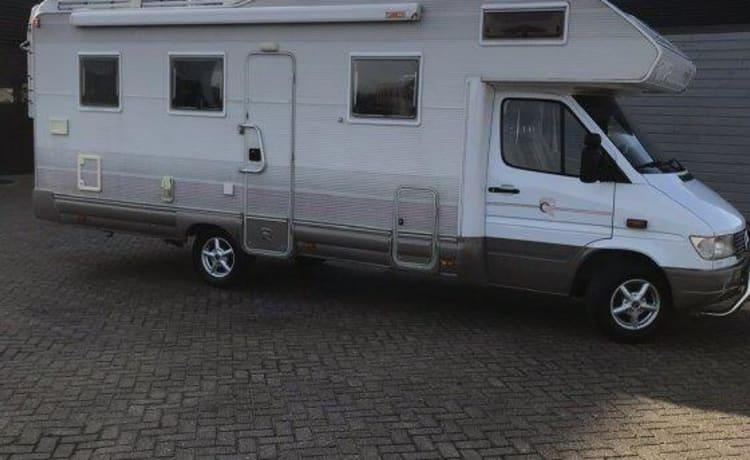 Biggie Waggie – Spacious Mercedes / Rimor 748 family camper