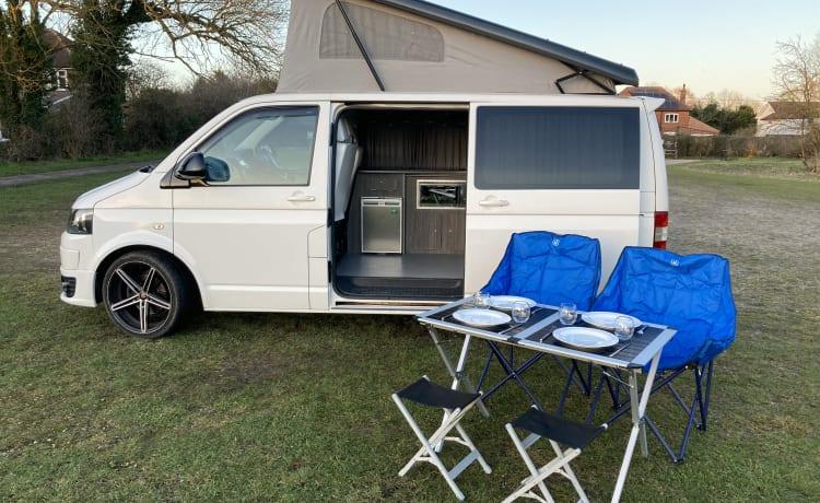 Bob – Moderne 4-persoons VW T5-campervan