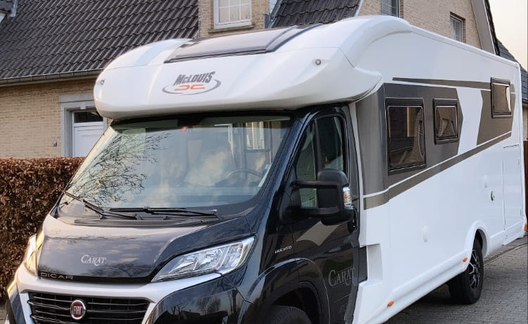 The secret to freedom – Luxueuze Fiat McLouis Carat 473 met ruime twinbedden voor 4 personen