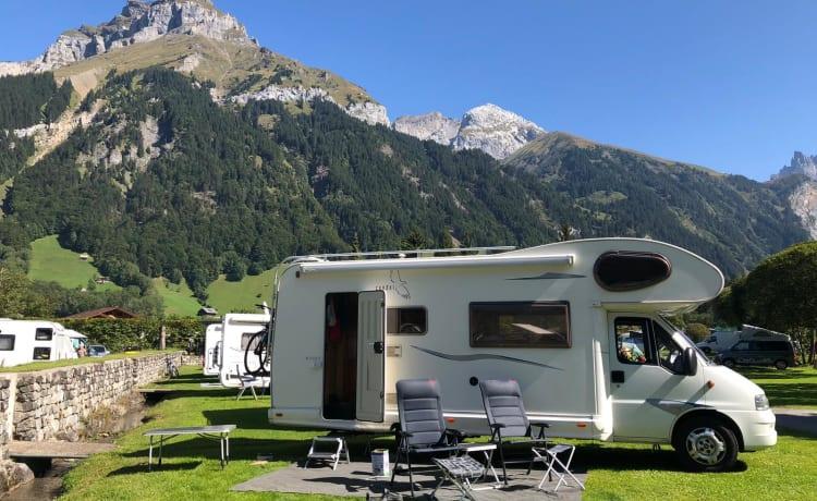 Mooie en ruime familie camper - Sunliving