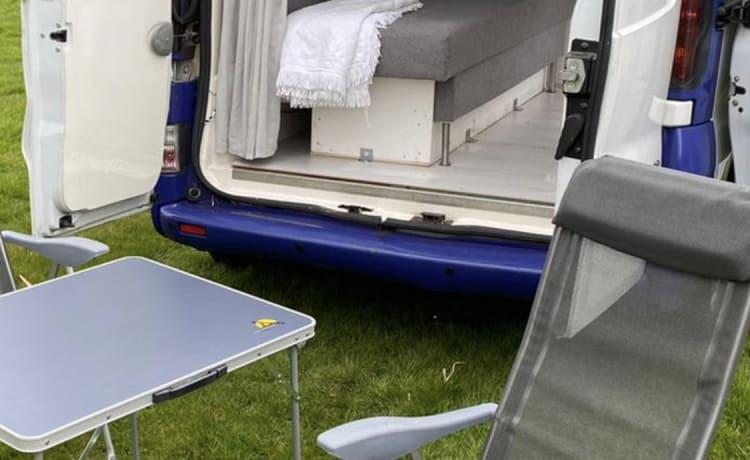 BuZz Lightyear – Opel vivaro 1.9 sdi compact camper
