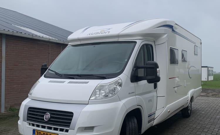 beautiful spacious camper with xxl garage