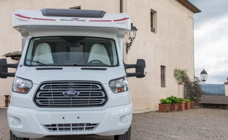 Brand new (2021) Kronos machine 170hp - WIFI - Ready to camp