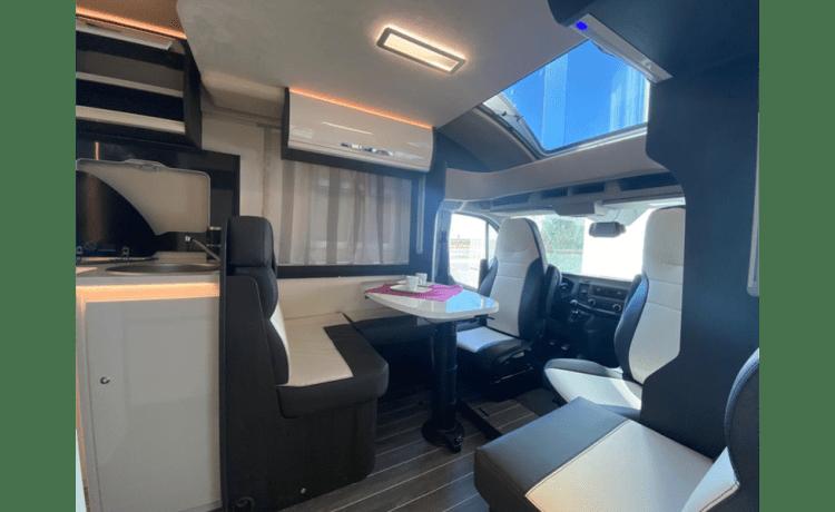 Splinternieuwe (2021) Kronos automaat 170pk - WIFI - Ready to camp