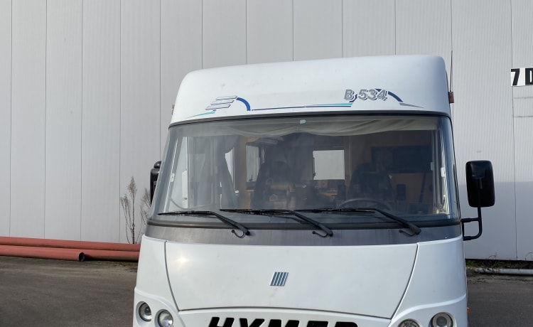 Hymer B534 Integral camper with cozy round seat