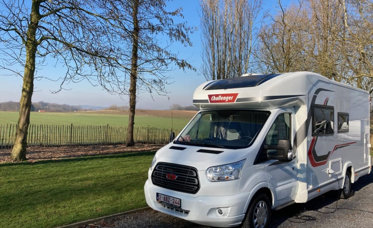 Droom op wielen! – Luxury family camper with very large living space