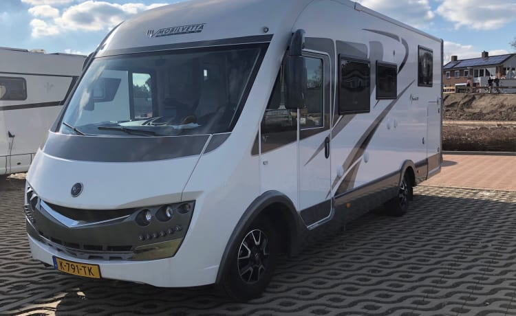 Maximum fun with this very luxurious, complete 4-person integral camper
